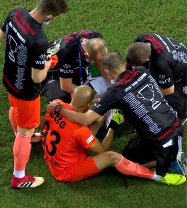 Karamgümrük kalecisi Aykut Özer'e finaldeki penaltı atışları öncesinde rakip futbolcuların detaylı analizi gösterildi