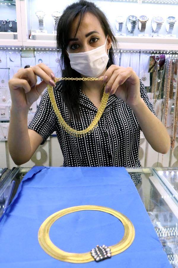 Altın fiyatlarının yükselmesiyle altın kaplamalı gümüş takılara talep arttı