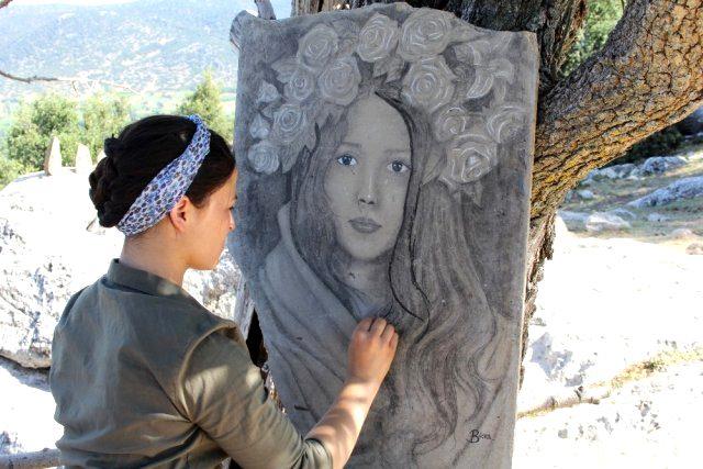 Çoban ressam yaptığı resimlerle doğayı açık hava sergisine çevirdi