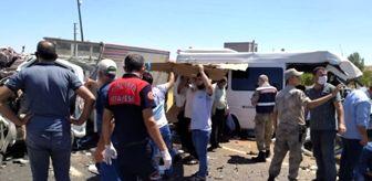 Bozova İlçesi: Şanlıurfa'da yolcu minibüsü ile kamyonet çarpıştı: 2'si ağır 15 kişi yaralandı