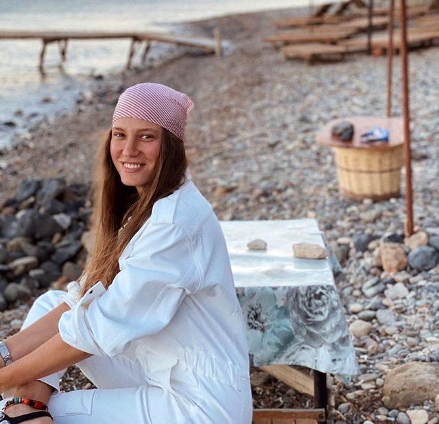 Serenay Sarıkaya'nın paylaşımına Seren Serengil'den ilginç yorum: Bir hamile güzelliği gelmiş