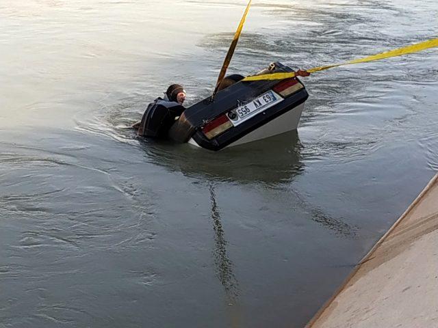 Sulama kanalına devrilen otomobildeki amca ve yeğen hayatını kaybetti