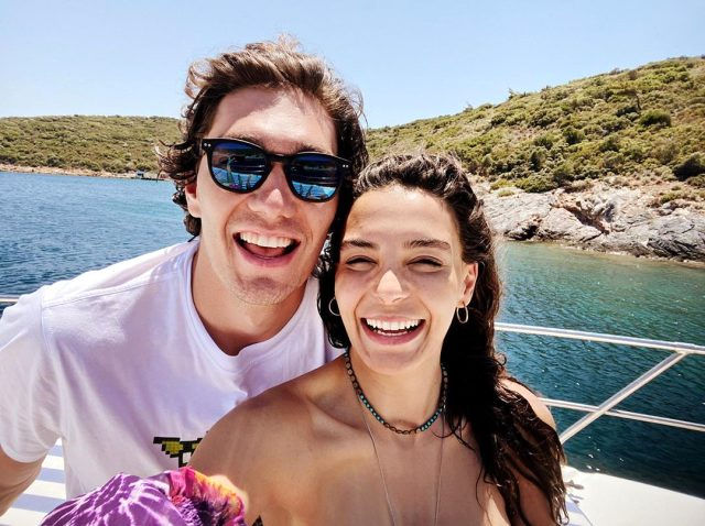 Cedi Osman ve Ebru Şahin tatilde aşk tazeliyor