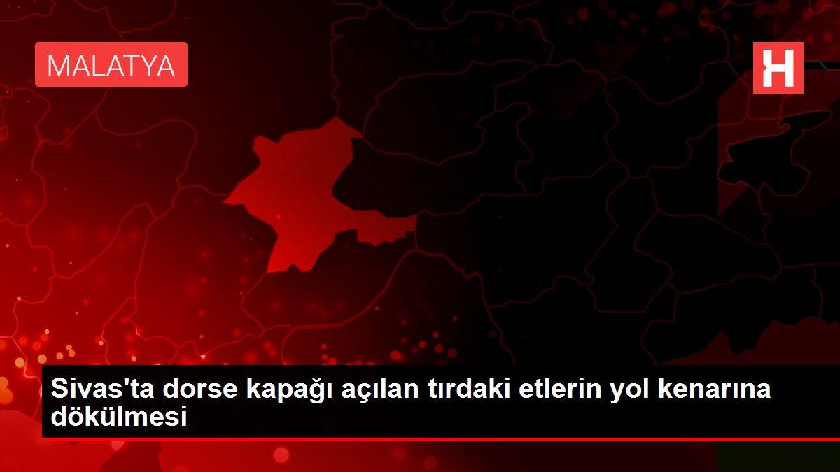 Sivas'ta dorse kapağı açılan tırdaki etlerin yol kenarına dökülmesi