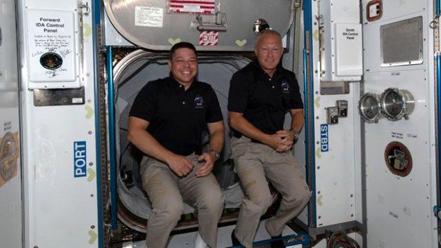 SpaceX'in uzaya gönderdiği NASA astronotları, Dünya'ya başarılı bir şekilde iniş yaptı