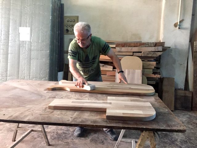 Bursalı ustanın üretip 750 TL'ye sattığı sandalye 20 dakika içinde bel ağrılarını gideriyor