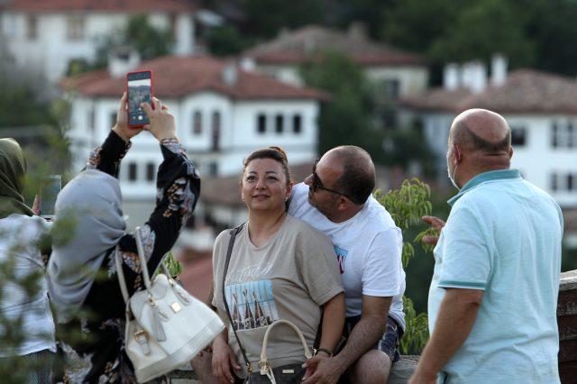 Safranbolu'ya bayramda turist yağdı, esnafın yüzü güldü