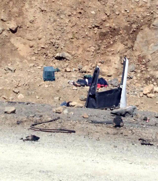 Son Dakika: Hakkari Yüksekova'da bir araç uçuruma yuvarlandı: Ölü ve yaralılar var
