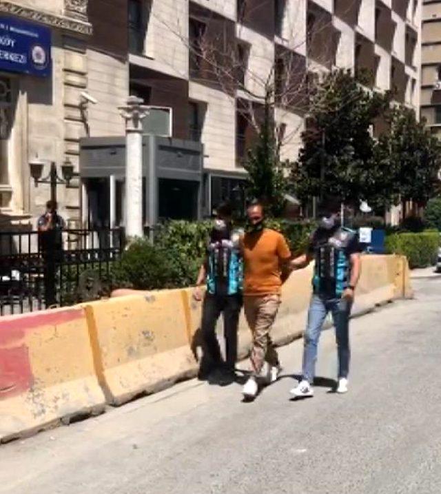 Taksim'de korsan otoparkçı gözaltına alındı