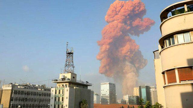 Lübnan'daki patlama anı denizden de görüntülendi