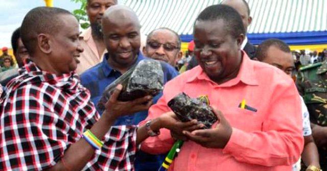 Tanzanyalı madenci, 2 ay içinde değeri milyon dolarları bulan üçüncü Tanzanit taşını buldu