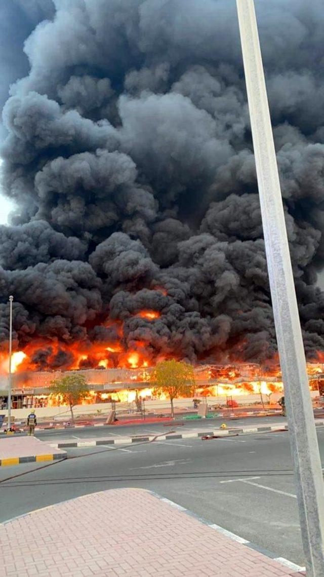Birleşik Arap Emirlikleri'nin Acman kentinde bir çarşıda yangın çıktı