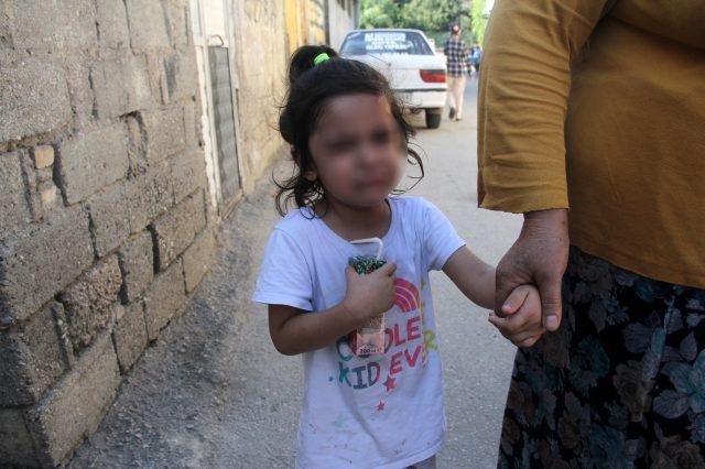 Çocuğunun önünde karısına anahtarla işkence etti