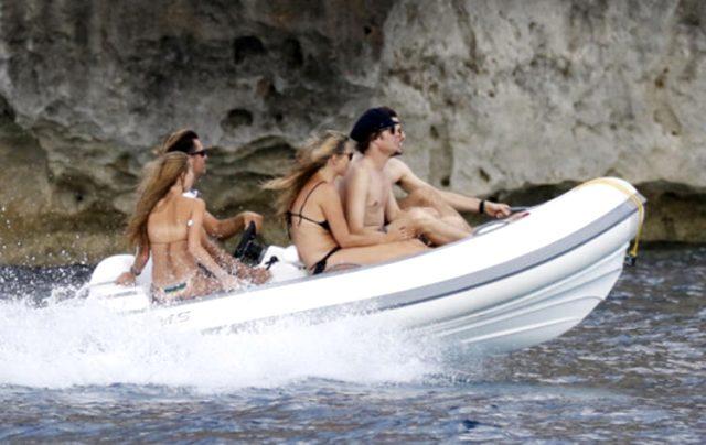Dünyaca ünlü model Kate Moss, bikinili görüntülenmekten kurtulamadı