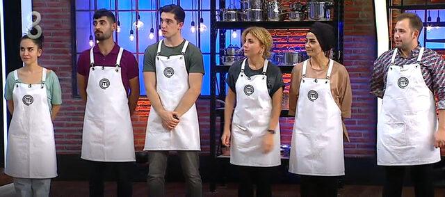 Mutfak ekipmanlarını yerde gören Mehmet Yalçınkaya küplere bindi! Suçlu yarışmacıya bulaşık yıkattı