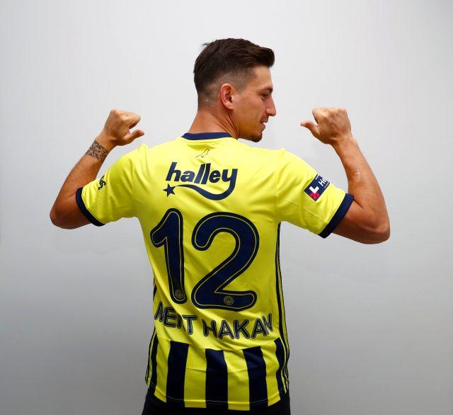 Fenerbahçe, ilk transferiyle birlikte yeni sezonda giyeceği çubuklu formayı da tanıttı