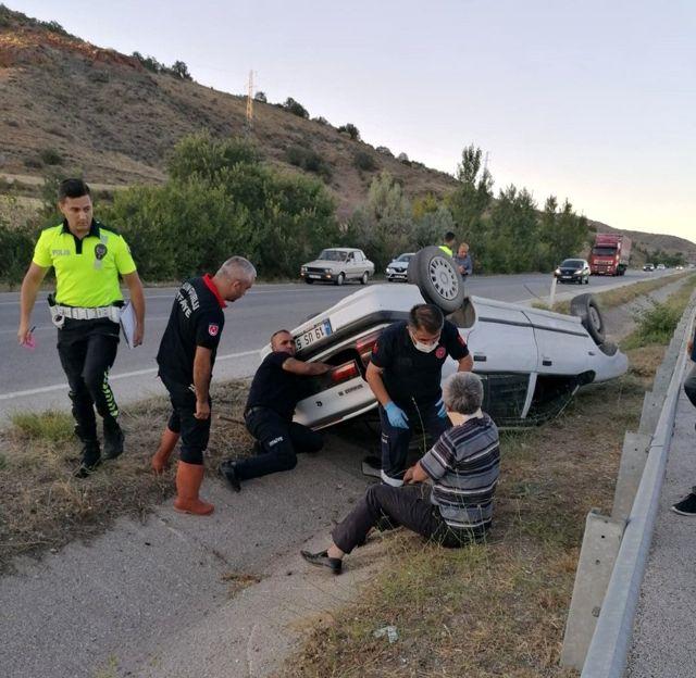 Otomobil refüje devrildi: 2 yaralı