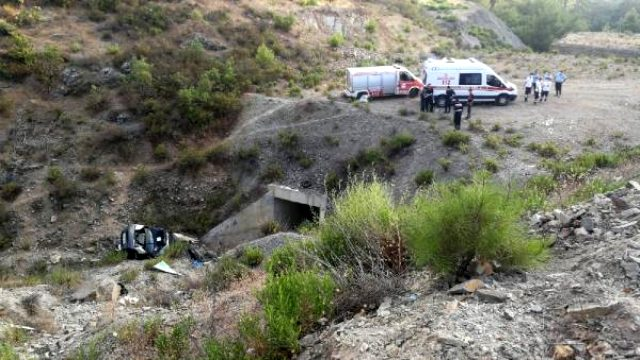 Kontrolden çıkan araç şarampole yuvarlandı! Baba ile 7 çocuğu yaralandı, anneleri hayatını kaybetti