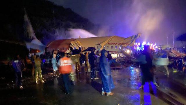 Son Dakika: Hindistan Havayolları'na ait 191 yolculu uçak iniş sırasında düştü