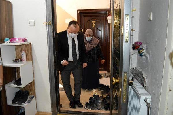 'Misafirim var' cevabıyla herkesi güldüren kadını Elazığ Valisi Yırık, evinde ziyaret etti