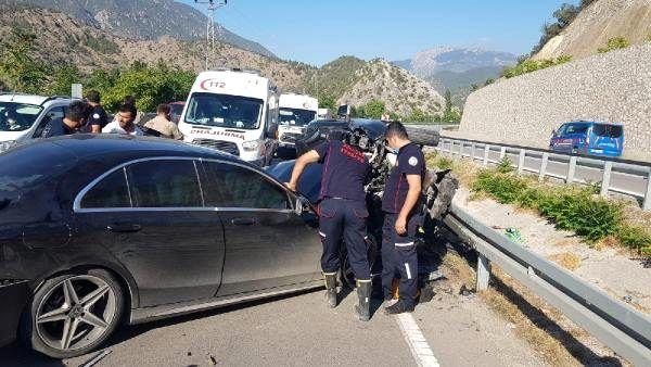 Amasya'da otomobil ile kamyonet çarpıştı: 4 yaralı
