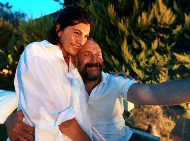 Halit Ergenç ve Bergüzar Korel, evliliklerinin 11. yılını yakın dostlarıyla kutladı