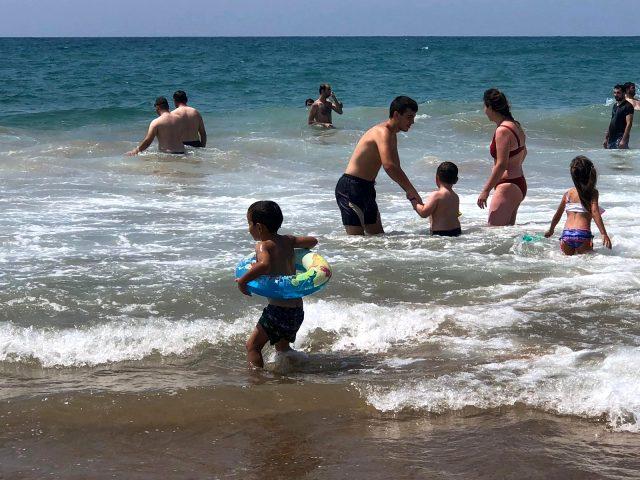 Boğulma vakaları tatilcilerin gözünü korkutmadı, cankurtaranlar 'Laf dinlemiyorlar' diye isyan etti