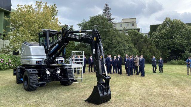 Cumhurbaşkanı Erdoğan, yerli üretim olan dünyanın ilk elektrikli ekskavatörünü test etti