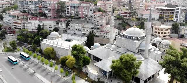 İstanbul'da 472 yıllık tarihi camiye takılan klimaya tepki yağdı