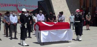 Ay Yıldız: Kalp krizinden ölen polis memuru Sivas'ta toprağa verildi