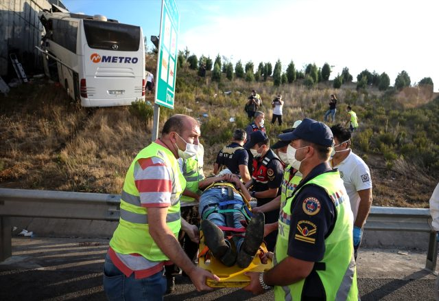 Son Dakika: İstanbul Valiliği: Otobüs kazasında 5 kişi hayatını kaybetti, 3'ü çocuk, 7'si yetişkin 10 vatandaşımızın durumu ağır
