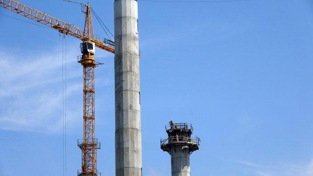 Vinç arıza yapınca işçiler, metrelerce yüksekte kurtarılmayı beklediler