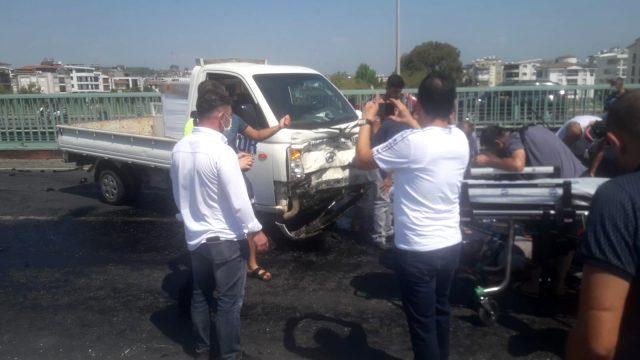 Akraba olan iki sürücü, köprüde trafik kazasına karıştı: 2 yaralı