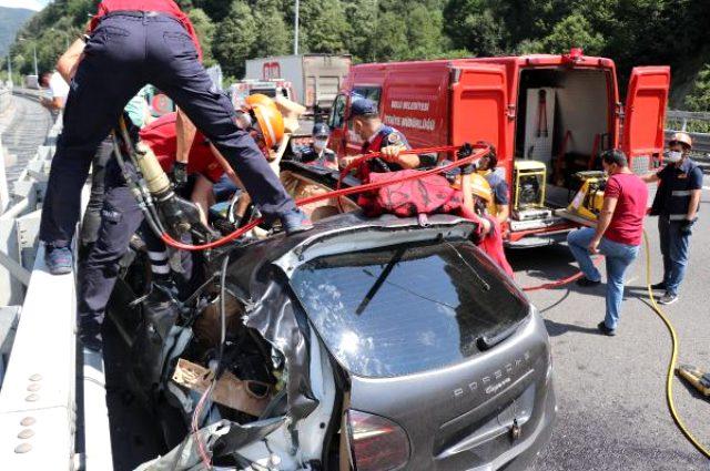 Lüks cipte can pazarı! Sürücü sıkıştığı yerden 1 saatte kurtarıldı