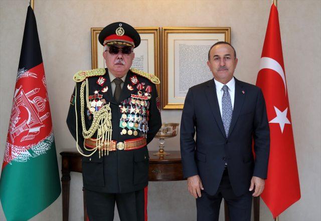 Mevlüt Çavuşoğlu'nun görüştüğü Mareşal Raşid Dostum'un üniformasındaki madalyalar dikkat çekti