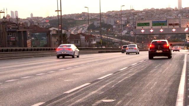 Edirnekapı üst geçidinin ilk etabının tamamlanmasıyla kapatılan şeritler trafiğe açıldı
