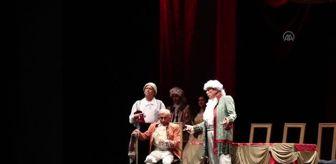 Göksel Kortay: 'Kibarlık Budalası' oyunu, KüçükÇiftlik Bahçe Tiyatrosunda sahnelendi
