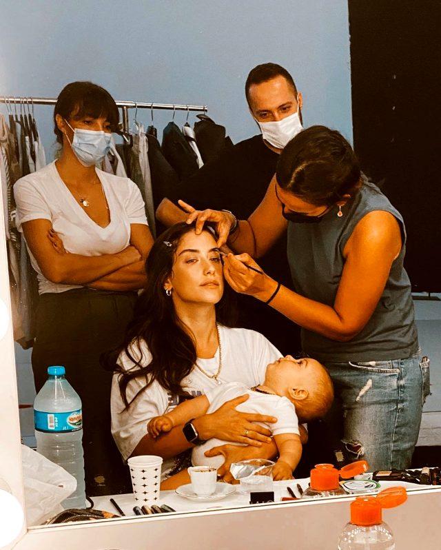 Hazal Kaya'nın bebeğiyle set arkasında verdiği poza yorum ve beğeni yağdı