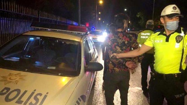 Yakıtı biten 'sahte gazeteci' yolu trafiğe kapattı, polise zor anlar yaşattı