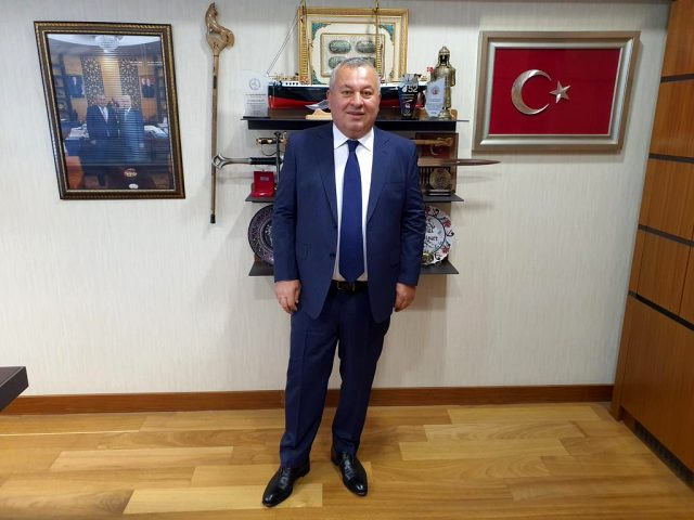 MHP'den ihraç edilen Cemal Enginyurt Meclis'teki makam odasından Devlet Bahçeli'nin fotoğrafını kaldırdı