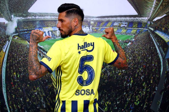 Son Dakika: Fenerbahçe, Trabzonspor'dan ayrılan Jose Sosa'yla 2 yıllık anlaşma sağladı