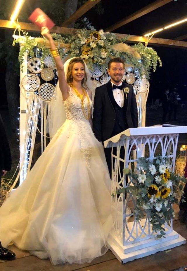 Düğünde 'pes' dedirten görüntü kamerada! Damada mayo giydirip kamyonet kasasında yıkadılar