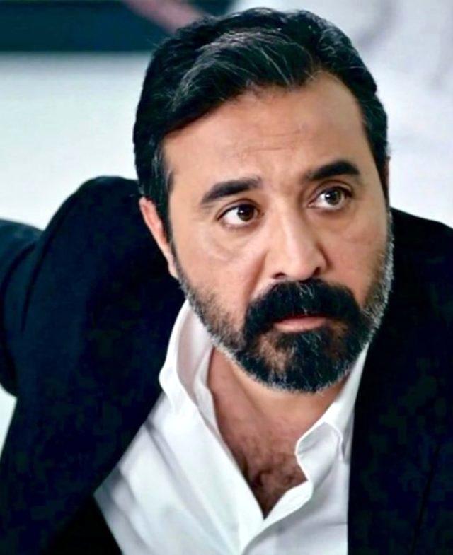Mustafa Üstündağ kimdir? Mustafa Üstündağ evli mi? Mustafa Üstündağ ile Ecem Özkaya boşandılar mı?