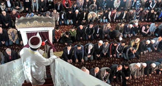 Cuma namazı nasıl kılınır? Cuma namazı toplam kaç rekattır? Cuma namazı hutbe dinlemek farz mı?