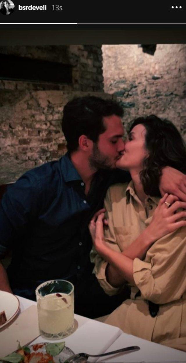 Oyuncu Büşra Develi, sevgilisiyle dudak dudağa pozunu paylaştı