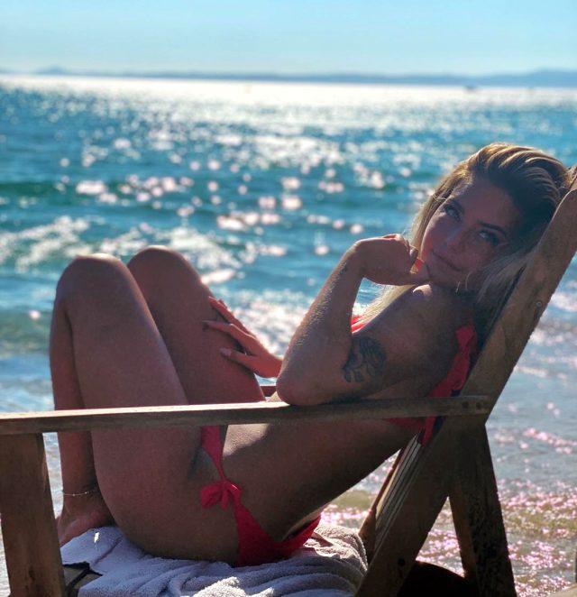 Aycan Yanaç pembe bikinili pozunu paylaştı, Sercan Yıldırım'dan yorum gecikmedi