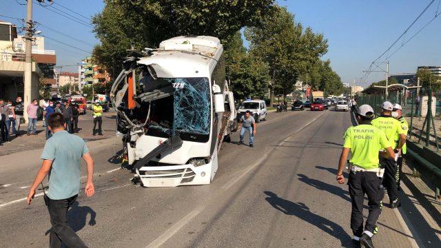 Manisa ve Bursa'da işçileri taşıyan araçlar kaza yaptı: 4 ölü