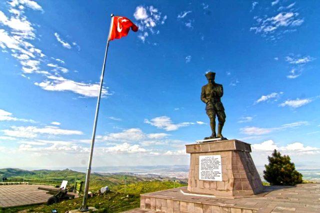 Başkomutan Tarihi Milli Parkı nerededir? Kocatepe Atatürk Anıtı ve Kitabesi anlamı ve önemi nedir?