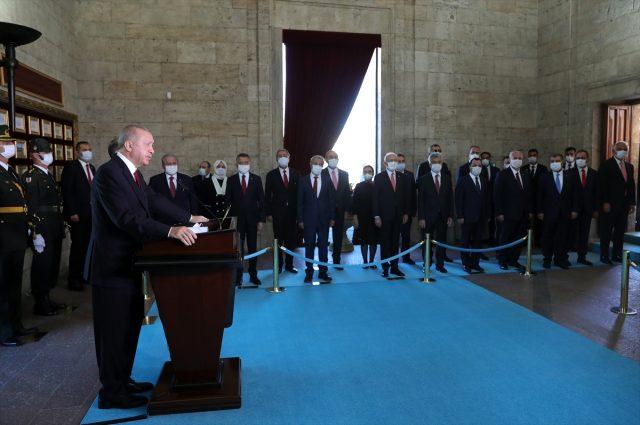 Son Dakika: Cumhurbaşkanı Erdoğan'dan Anıtkabir ziyareti sonrası Doğu Akdeniz mesajı