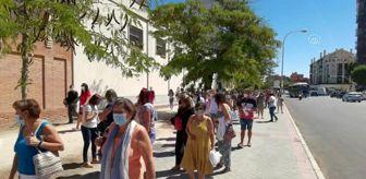 Grev: Madrid'de binlerce öğretmen ve okul çalışanı Kovid-19 testi için uzun kuyruklar oluşturdu